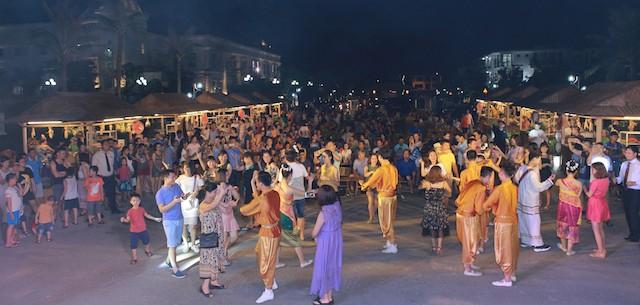 Lễ hội văn hoá Lào tại FLC Sầm Sơn thu hút 2.000 khách - ảnh 1