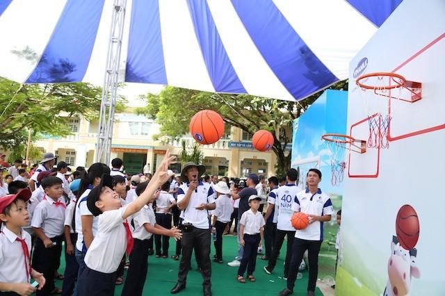Khởi động hành trình trao sữa 10 năm liên tiếp của Quỹ sữa Vươn cao Việt Nam    - ảnh 2