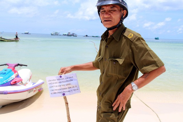 Du khách sốc với bảng 'cấm nằm trên bãi biển' ở Phú Quốc - ảnh 1