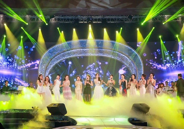 Nhà báo Lại Văn Sâm tái xuất sân khấu Sao Mai đêm gala 20 năm - ảnh 1