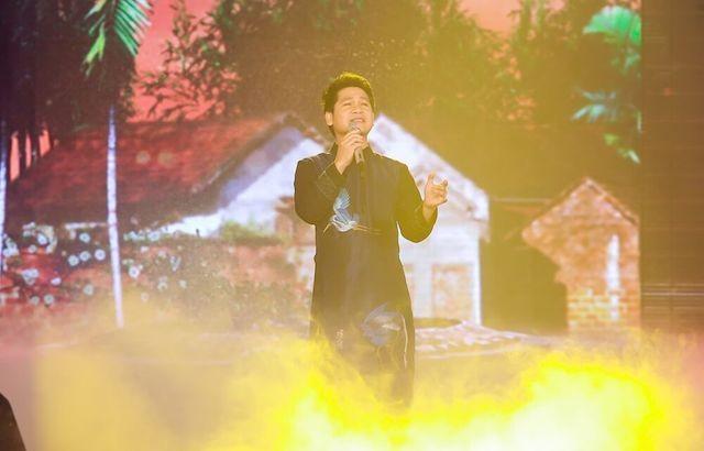 Nhà báo Lại Văn Sâm tái xuất sân khấu Sao Mai đêm gala 20 năm - ảnh 2