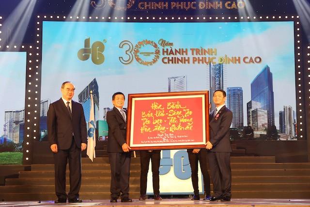 Tập đoàn Xây dựng Hòa Bình đón nhận Huân chương Lao động hạng Nhì - ảnh 1