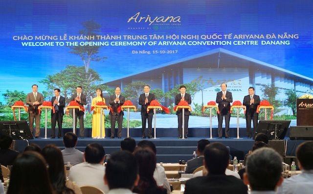 Thủ tướng cắt băng khánh thành Trung tâm hội nghị quốc tế lớn nhất Việt Nam - ảnh 1