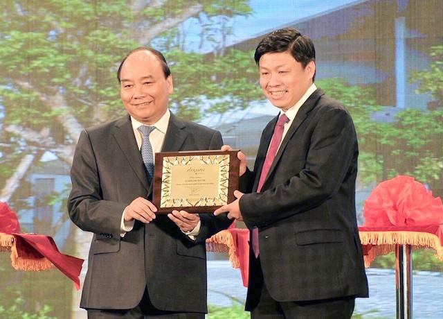 Thủ tướng cắt băng khánh thành Trung tâm hội nghị quốc tế lớn nhất Việt Nam - ảnh 2