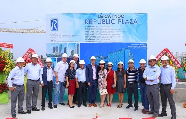Cất nóc tổ hợp Republic Plaza - ảnh 1
