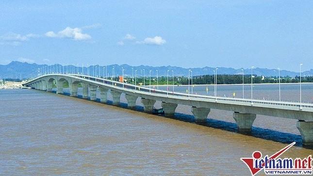 Bộ GTVT yêu cầu giải trình sai sót ở cầu vượt biển dài nhất VN - ảnh 1