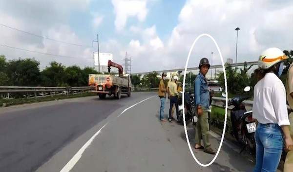 Công an vào cuộc vụ 'người lạ mặt' rượt đuổi, cấm người dân ghi hình CSGT - ảnh 1