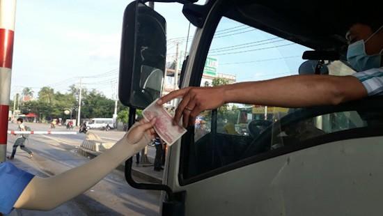 """Thêm một trạm BOT phải """"xả cửa"""" vì tài xế dùng tiền lẻ - ảnh 2"""